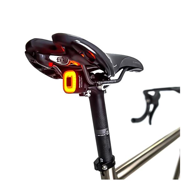 Cykellampa Röd Baklampa CubeLite II Premium, 80 lm